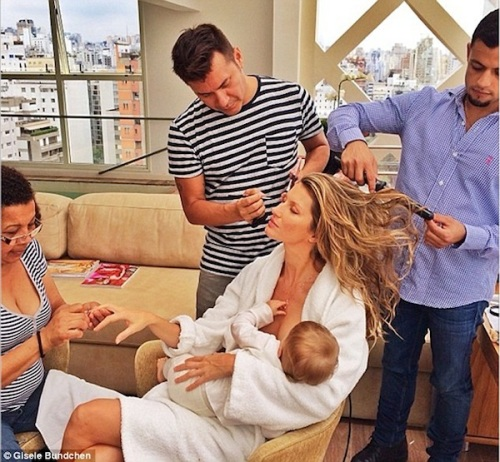 Holly-Madison-Gisele-Breastfeeding1